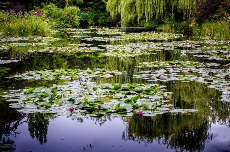 El ` s de Monet cultiva un huerto y casa en Giverny, Normandía, Francia fotografía de archivo libre de regalías