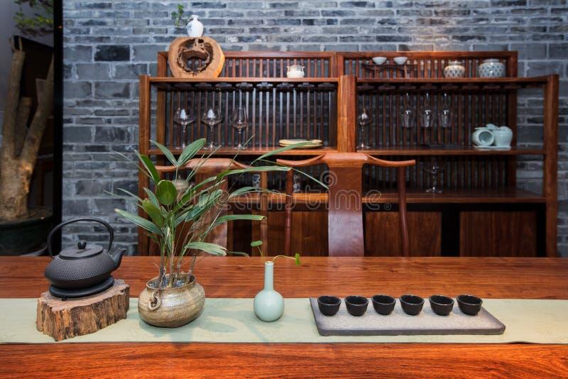 El salón de té de familias chinas modernas imagenes de archivo