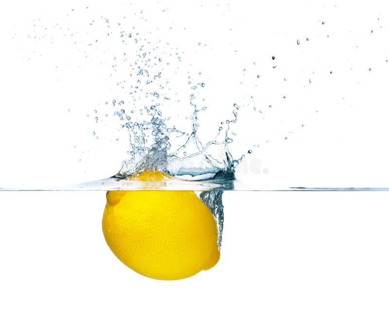 El salpicar del limón foto de archivo