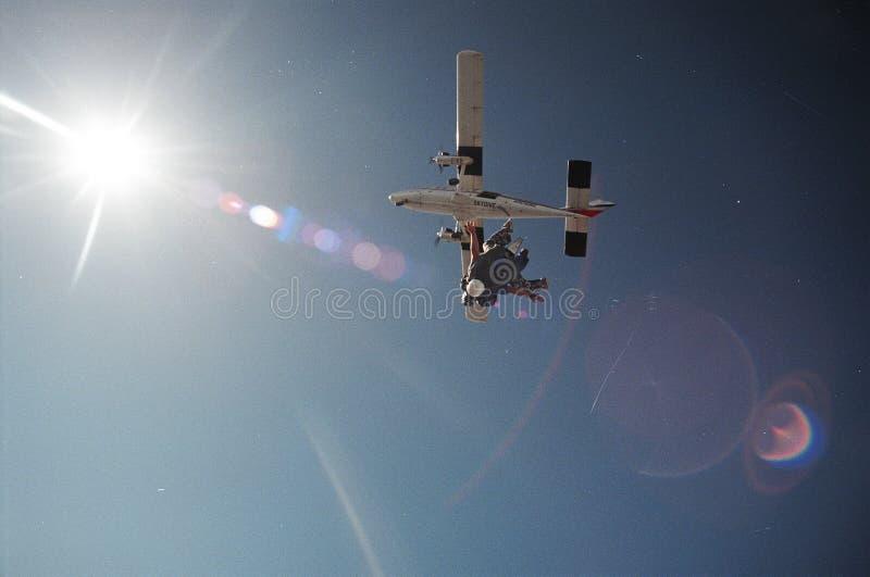 El salto de cielo libera caída foto de archivo libre de regalías