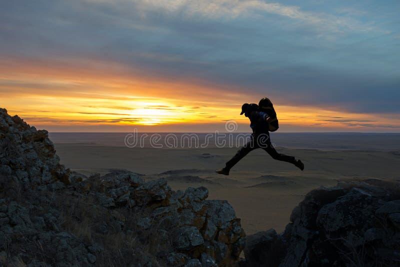 El salto de los caminantes foto de archivo libre de regalías