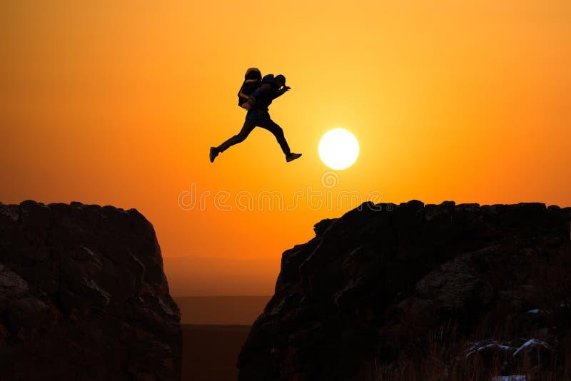El salto de los caminantes foto de archivo