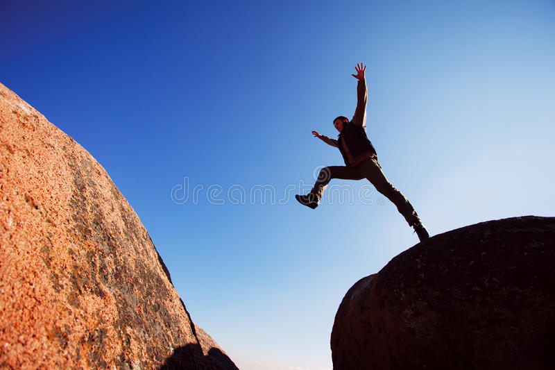 El salto del hombre imagen de archivo libre de regalías