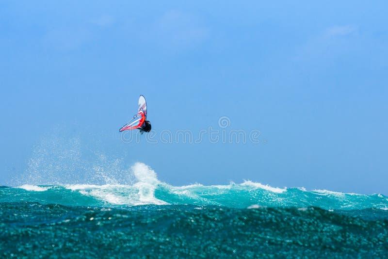 El salto del Windsurfer foto de archivo libre de regalías
