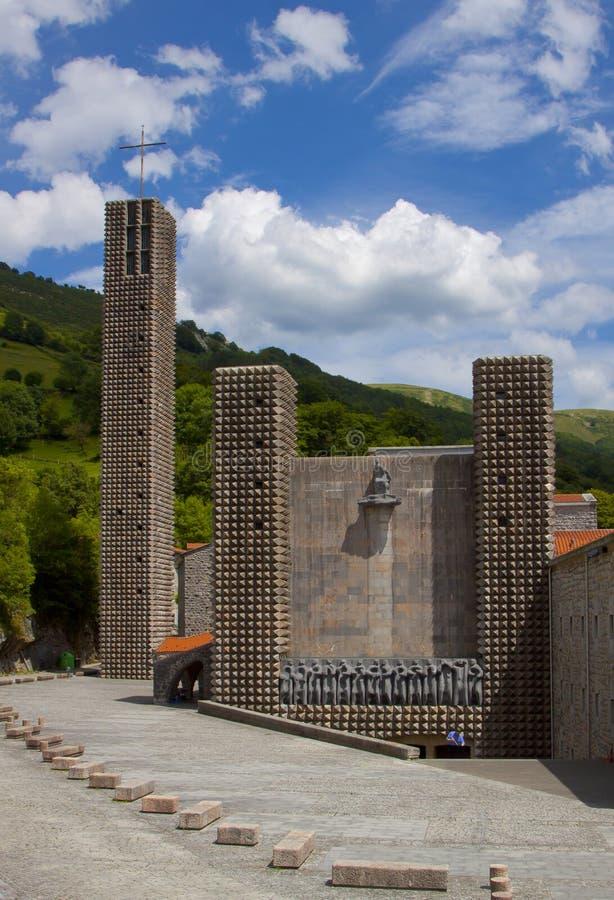 El santuario de Arantzazu es un santuario franciscano situado en Oñati, país vasco imagen de archivo