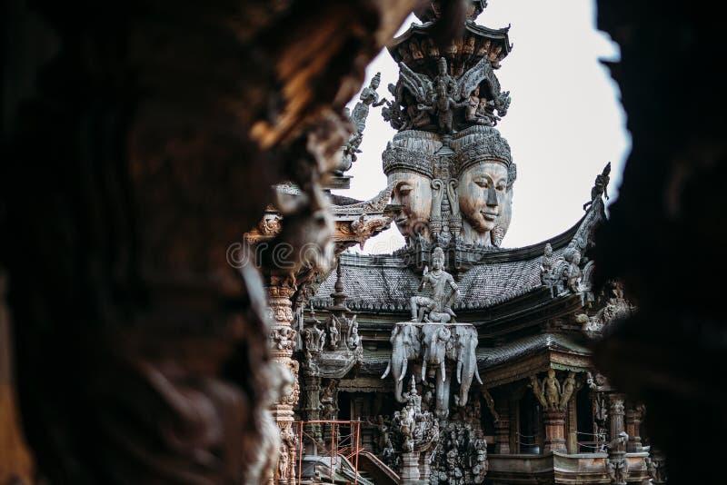 El santuario de la verdad es una construcción del templo en Pattaya, el santuario de Thailand El santuario es un edificio de la t fotos de archivo