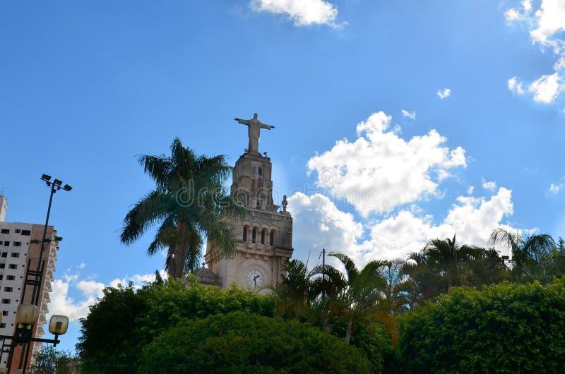 El sao Sebastiao hace Paraiso, Minas Gerais, el Brasil - estatua de Cristo en el Comendador cuadrado Jose Honorio fotografía de archivo libre de regalías