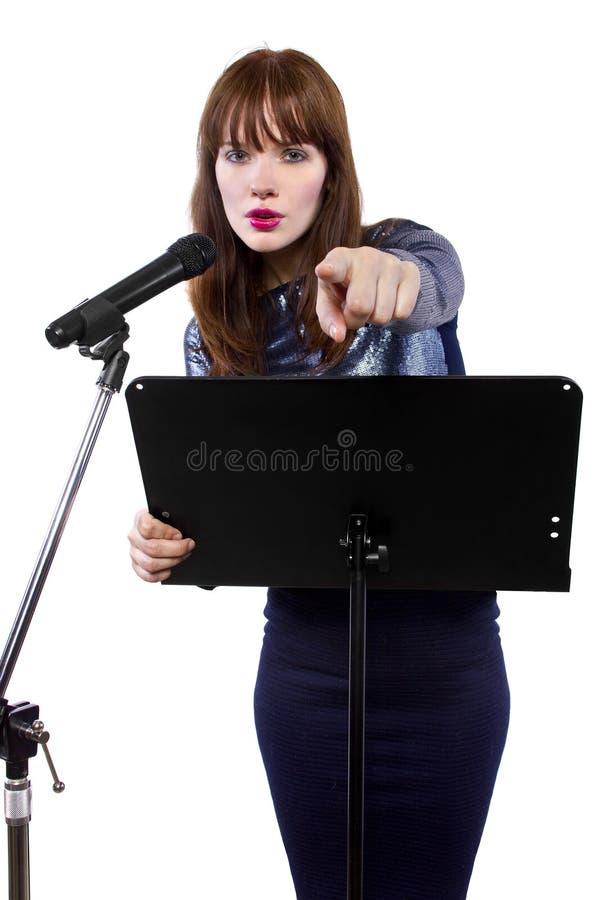 El señalar femenino del discurso público en el espectador imagen de archivo libre de regalías