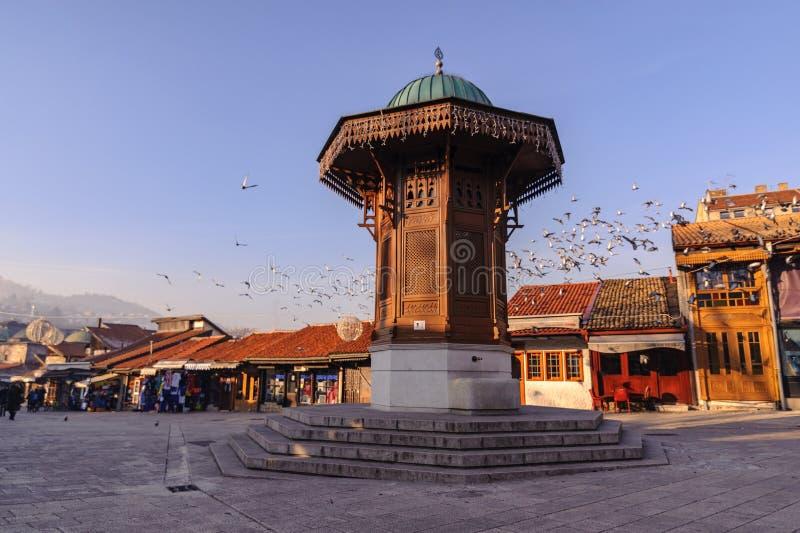 El Sebilj es una fuente de madera del estilo del pseudo-otomano en el centro del cuadrado del bascarsija del cuadrado de la palom imagenes de archivo