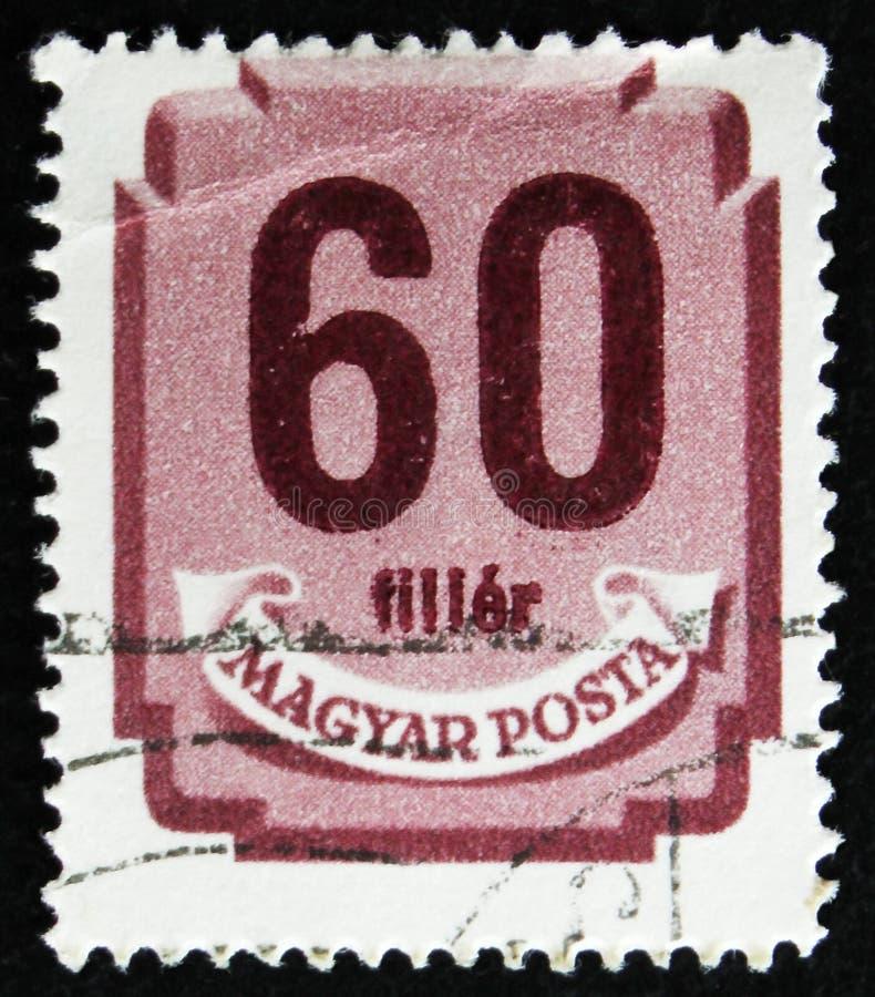 El sello húngaro muestra el escudo con los dígitos, circa 1958 fotos de archivo libres de regalías