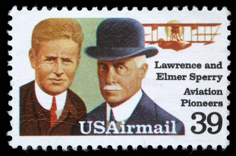 El sello impreso en los E.E.U.U. muestra Lorenzo y a Elmer Sperri, pioneros de la aviación imágenes de archivo libres de regalías