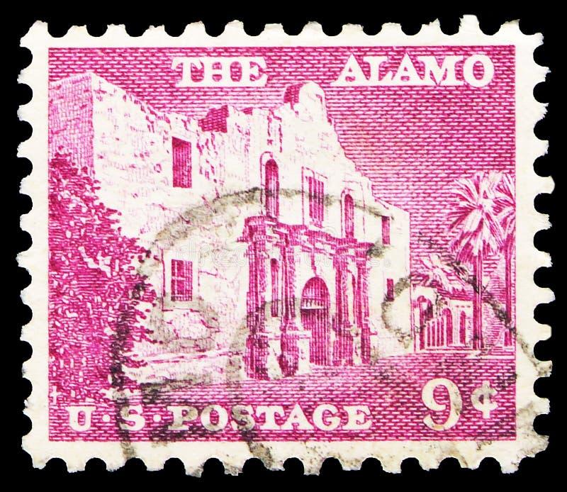 El sello postal impreso en los Estados Unidos muestra el Álamo (1744), San Antonio, Liberty Issue serie, 9 c - United States cent imagen de archivo libre de regalías