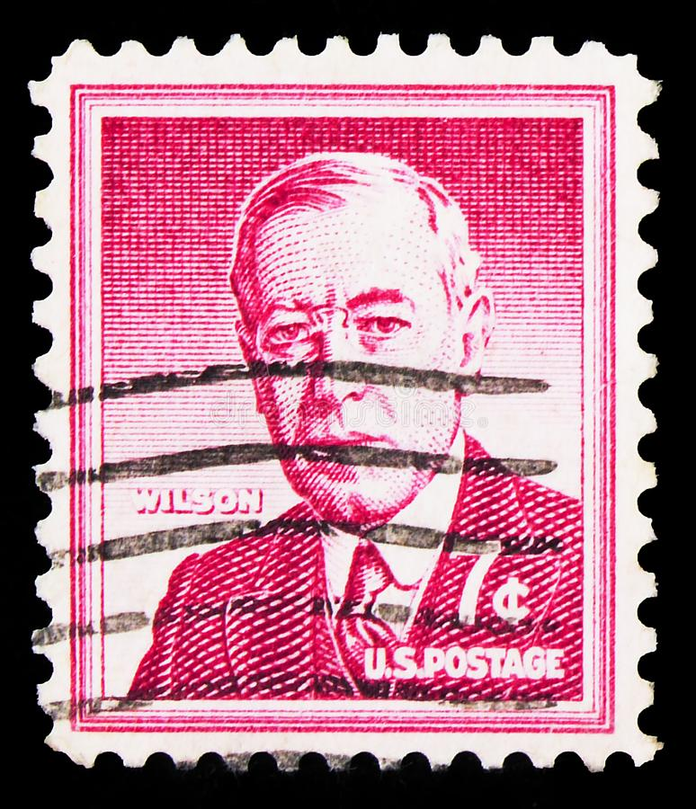 El sello postal impreso en los Estados Unidos muestra a Woodrow Wilson (1856-1924), 28º Presidente de la U S A , Liberty Issue se imágenes de archivo libres de regalías