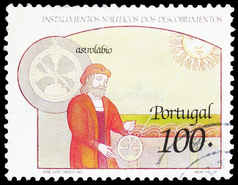 El sello postal impreso en Portugal muestra Astrolabe, Nautical Instruments of Discovery serie, alrededor de 1992 fotografía de archivo libre de regalías
