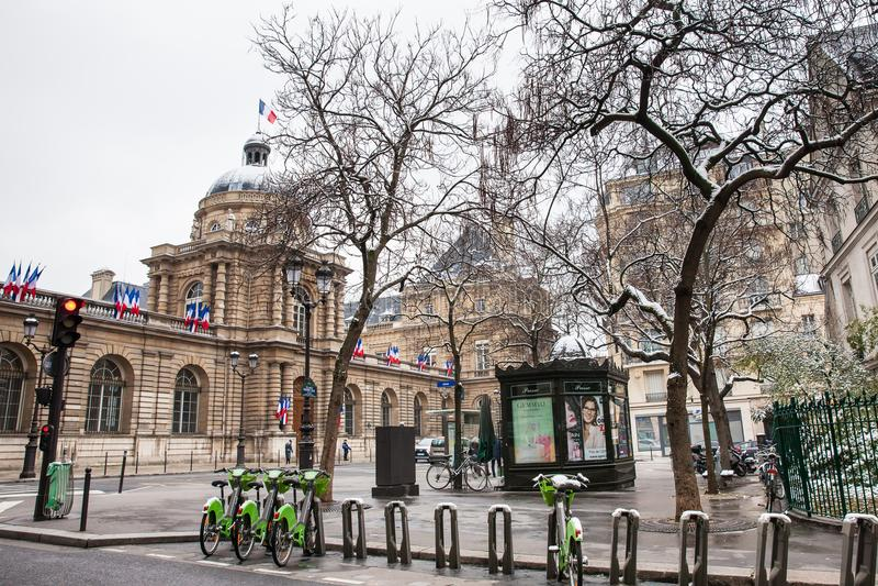 El senado de Francia localizó en el palacio de Luxemburgo en el 6to arrondissement de París fotos de archivo libres de regalías