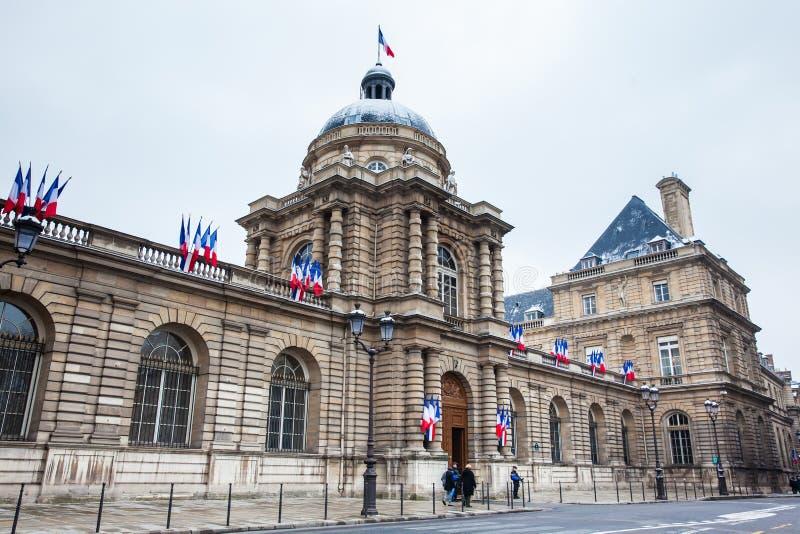 El senado de Francia localizó en el palacio de Luxemburgo en el 6to arrondissement de París imagenes de archivo