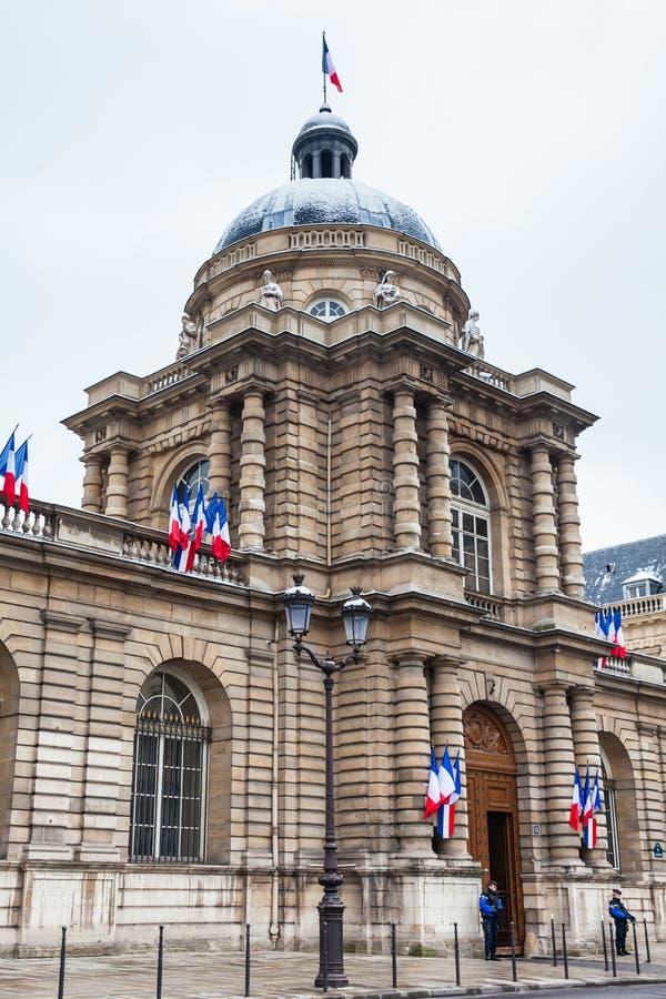 El senado de Francia localizó en el palacio de Luxemburgo en el 6to arrondissement de París fotos de archivo