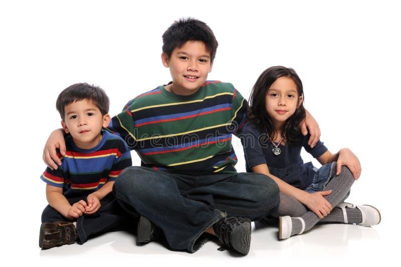 El sentarse de los hermanos fotografía de archivo libre de regalías