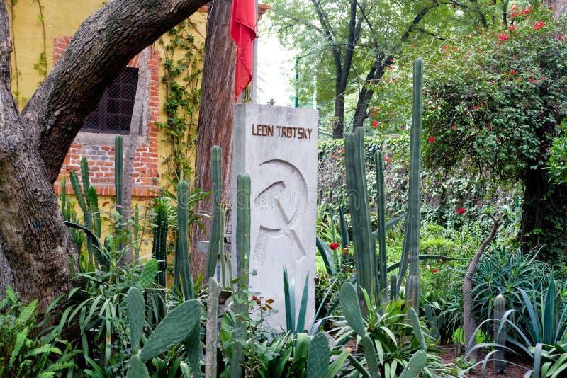 El sepulcro de Leon Trotsky en la casa en donde él vivió en Coyoacan, Ciudad de México imágenes de archivo libres de regalías