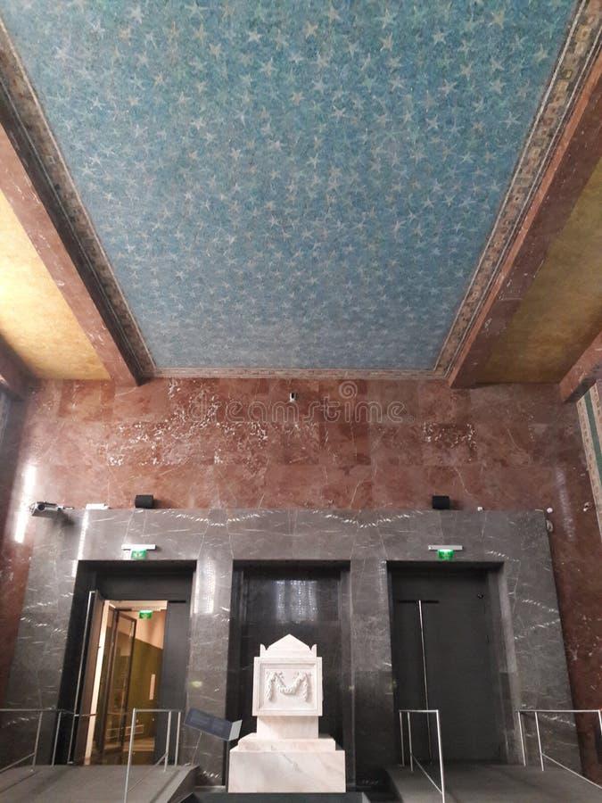El sepulcro del museo de Praga renovó deathes góticos de la estatua de los tejedores del osario fotos de archivo libres de regalías