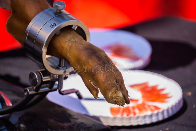 El serrano del jamon de la pierna se preparó para cortar, jamón español tradicional fotos de archivo libres de regalías