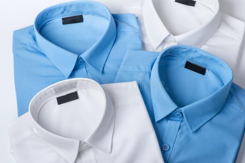El sistema de azul y de blanco sirve la camisa fotos de archivo