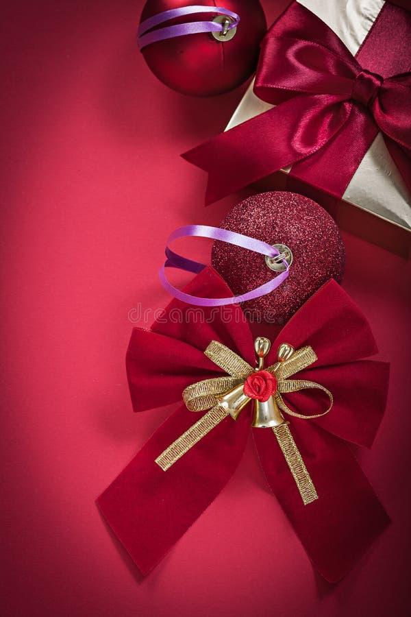 Download El Sistema De Chucherías De La Navidad Arquea Los Actuales Días De Fiesta De La Caja Foto de archivo - Imagen de rojo, invierno: 64211366