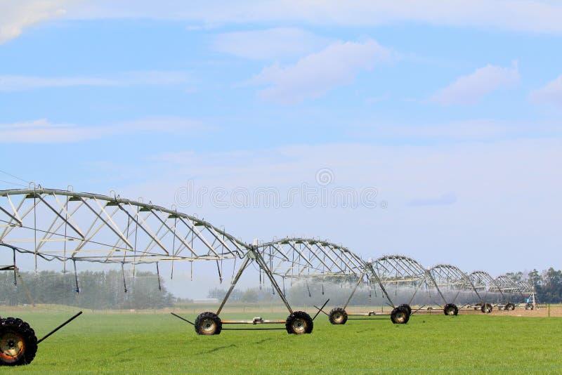 El sistema de irrigación en el Cantebury aclara Nueva Zelanda fotografía de archivo