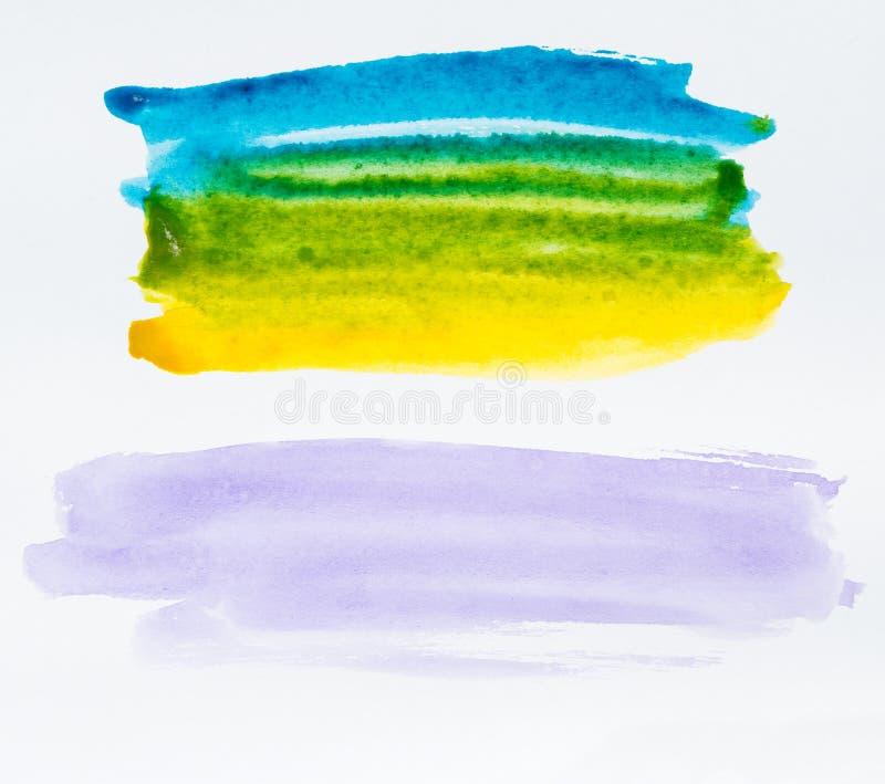 El sistema del cepillo colorido de la acuarela cuatro frota ligeramente la pintura en el CCB blanco imagen de archivo libre de regalías