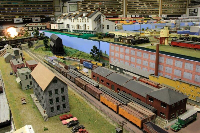 El sitio llenó de los artículos hermosos de los objetos de recuerdo del tren, museo del ferrocarril de Oswego, Nueva York, 2016 foto de archivo libre de regalías