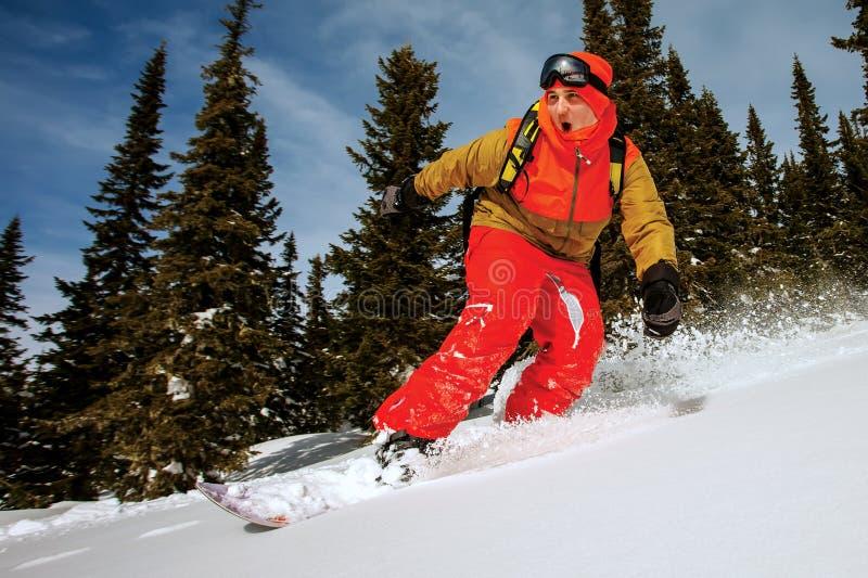 El Snowboarder que hace un lado del dedo del pie talla. fotos de archivo libres de regalías