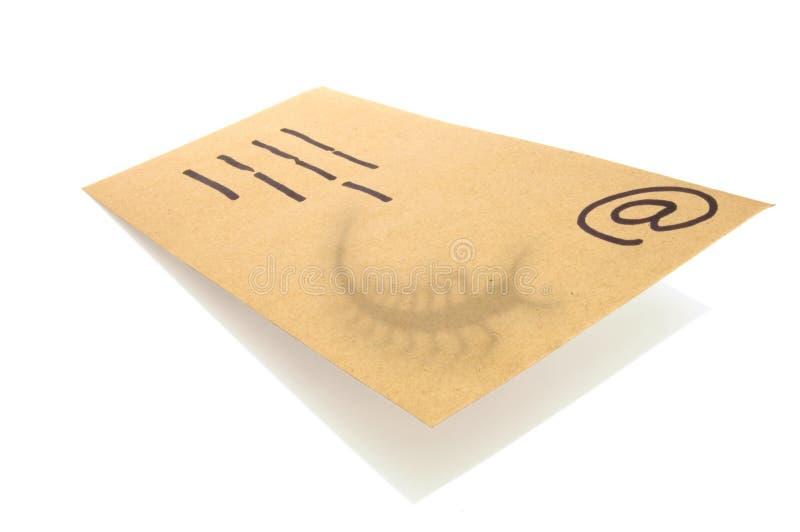 El sobre, concepto para el email con un virus infectó la conexión. imágenes de archivo libres de regalías