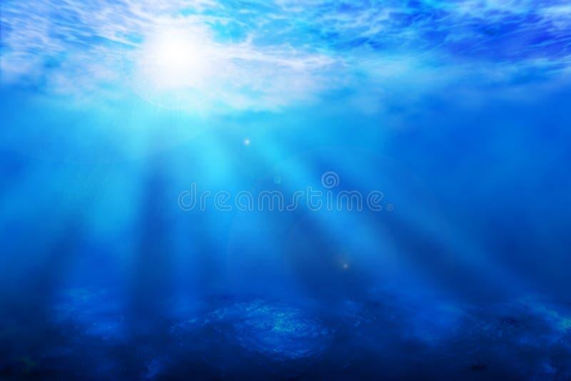 El sol subacuático del océano azul irradia el fondo foto de archivo