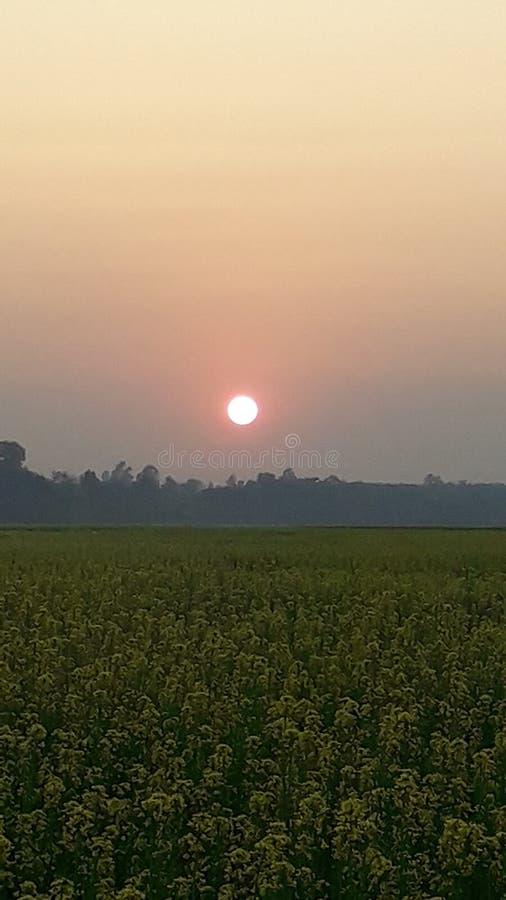 El sol va abajo para este d?a foto de archivo