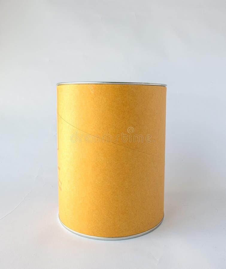 El solo metal Tin Can con Brown abstracto en blanco recicla el papel cubierto usado como plantilla al texto de entrada para el pr fotografía de archivo libre de regalías