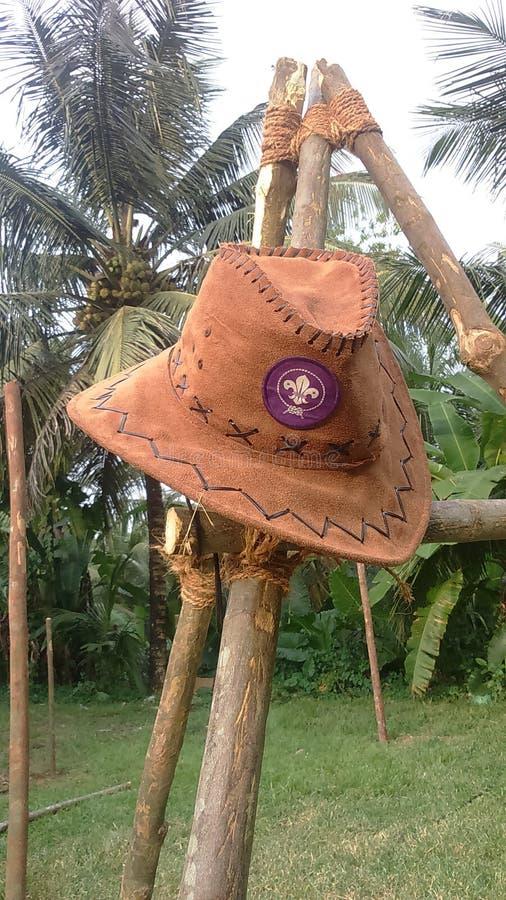 El sombrero con el mundo explora logotipo imagenes de archivo