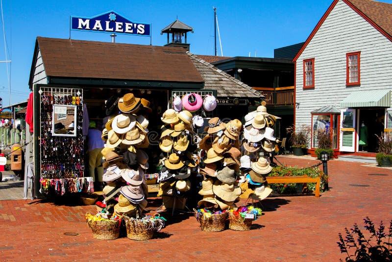 El sombrero de MaLee y soporte de recuerdo, el muelle de Bowen, Newport, RI foto de archivo