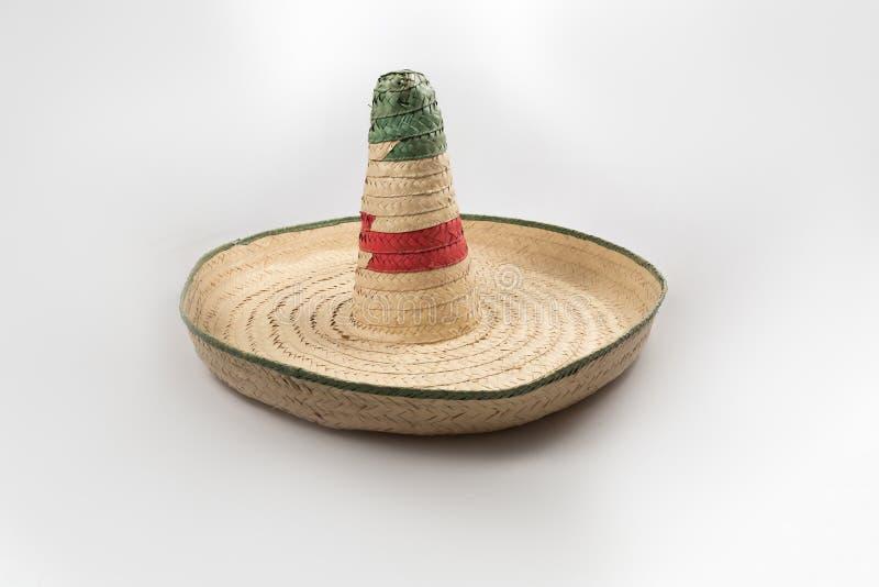 El sombrero mexicano del sombrero de la paja en el fondo blanco aislado fotografía de archivo libre de regalías