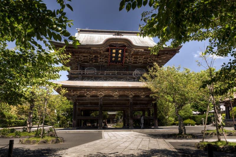 El somon, puerta de la entrada, en el templo japonés en Kamakura fotografía de archivo libre de regalías