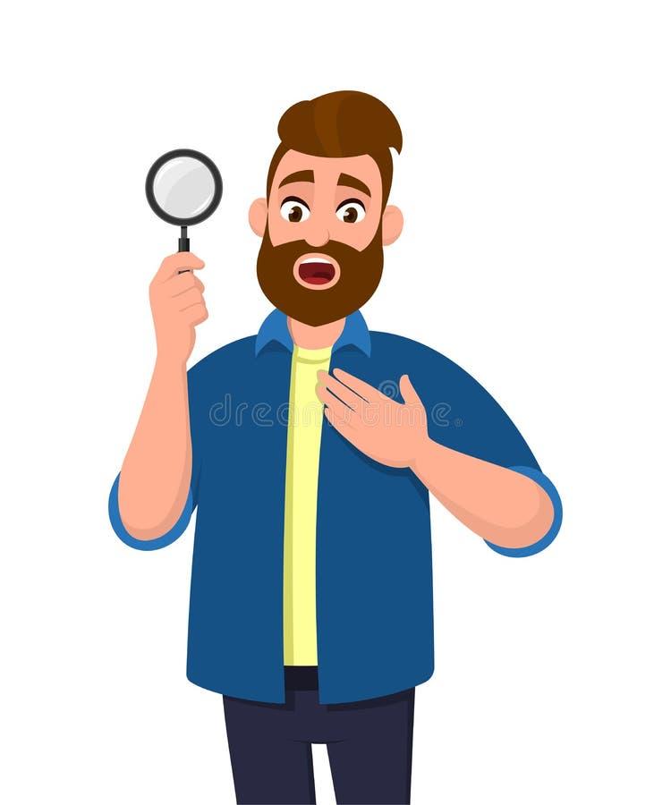 El sostenerse chocado/mostrando del hombre joven la lupa y llevando a cabo la mano en la búsqueda del pecho, hallazgo, descubrimi stock de ilustración