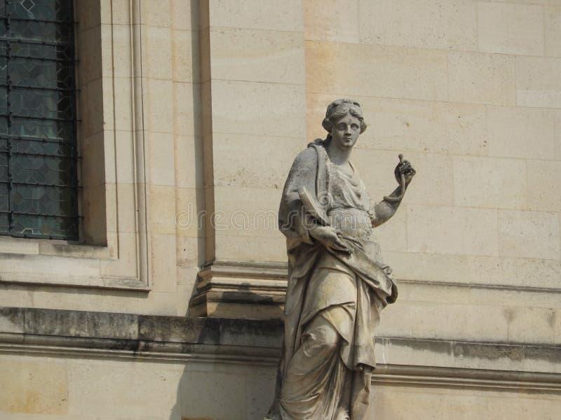 El St Louis Cathedral y museo Les complejo Invalides, París, Francia es el lugar del entierro de muchos héroes de la guerra en Fr foto de archivo