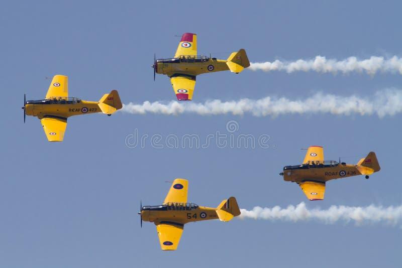 El St Thomas Airshow Canadian Harvard Association vuela cerca fotos de archivo libres de regalías