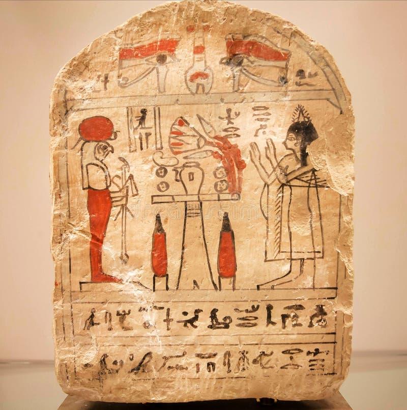 El stele funerario de la mujer antigua de Egipto, hecha en 600 A.C., ahorró por el museo de Carlsberg Glyptotek imagenes de archivo