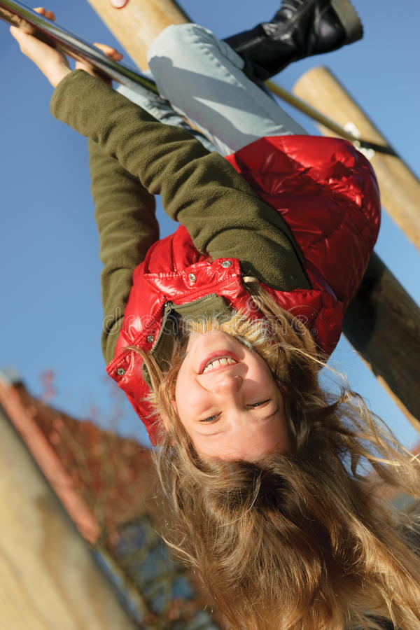 El subir de la niña imagen de archivo libre de regalías