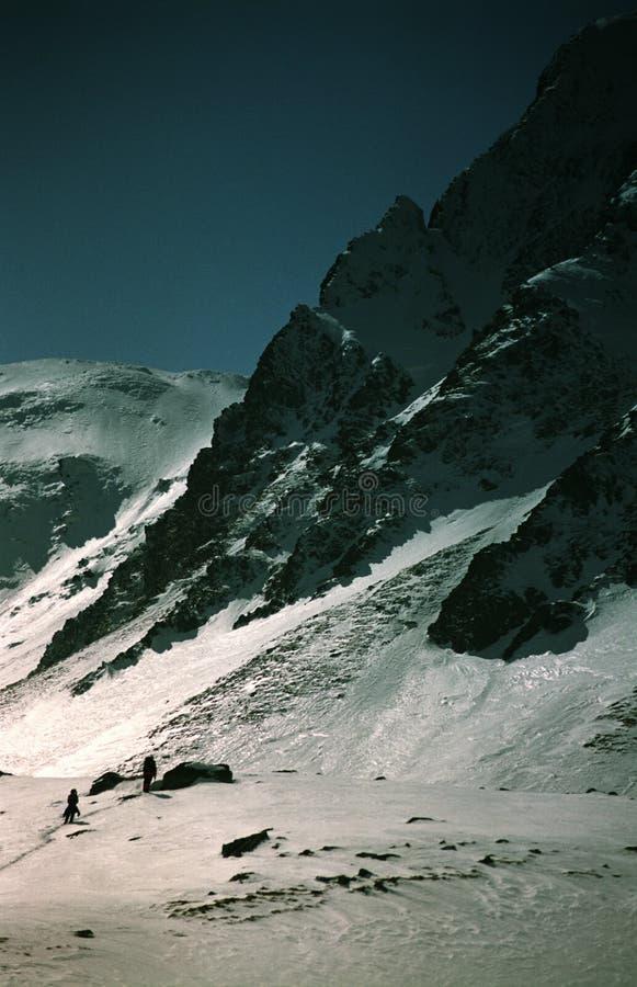 El subir de montaña de la alta altitud fotos de archivo