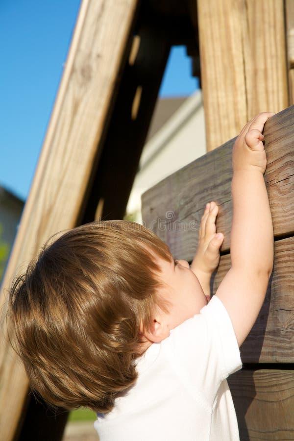 El subir del niño imágenes de archivo libres de regalías
