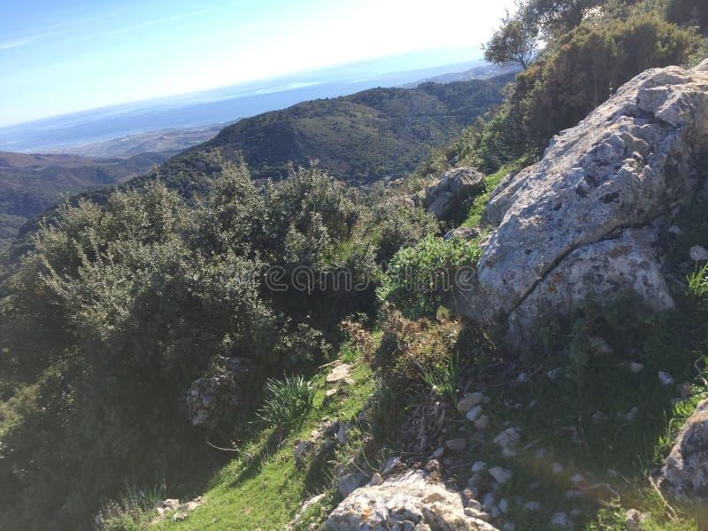 El subir a la cumbre de Sierra Crestillina imagenes de archivo