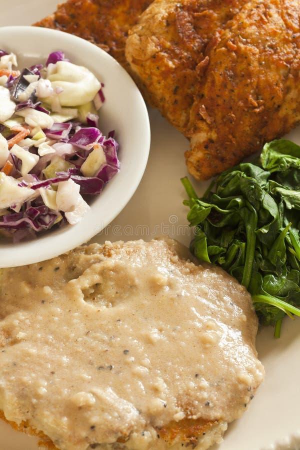 Download El Substituto Del Pollo Frito Del Vegano Sirvió Con El Slaw, Purés De Patata Imagen de archivo - Imagen de sabroso, verdes: 41909799
