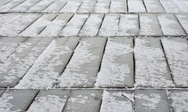 El suelo de madera cubrió nieve imágenes de archivo libres de regalías