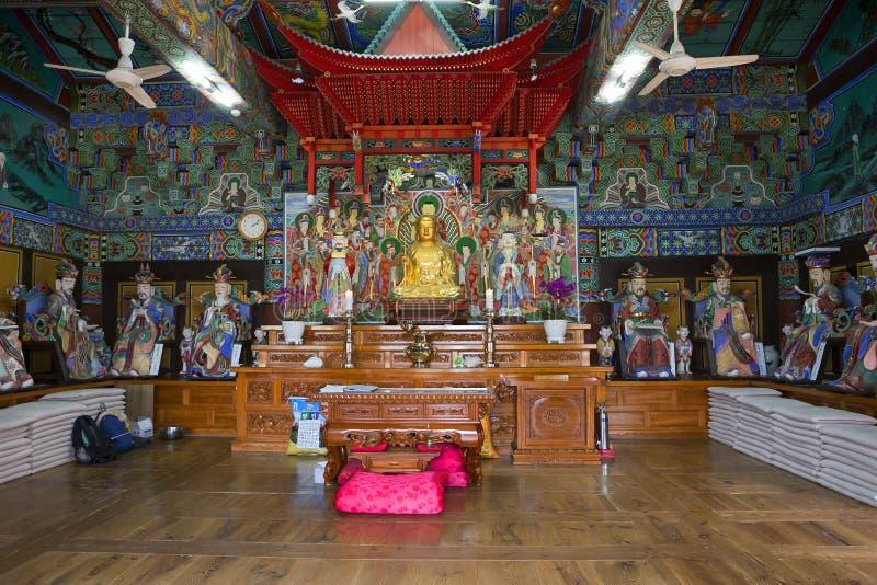 EL SUR COREA Busán El inSouth Corea Busán El interior del templo de Beomeosa imagen de archivo